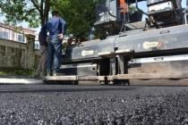 Bozulan yollarda asfalt çalışması sürüyor
