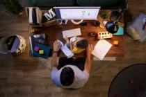 Evden çalışmanın dramı:İş bitmiyor, bilgisayar hiç kapanmıyor