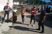 Taraklı'da kızılay çocuklara çikolatalı süt dağıttı