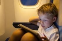 Ebeveynlerin %91'i seyahatlerde çocuklarını cihazlarla eğlendiriyor