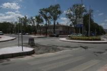 O caddenin son kat asfaltı atılıyor