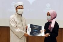 Kur'an Bülbülü Zeynep'e Büyük Alkış