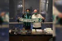 Uğur Akkuş her ilçeye 10 bin adet olmak üzere, 160 bin adet daha Sakaryaspor maskesi dağıtıacak...