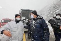 Vali Kaldırım Geyve'de Meydana Gelen Kaza Yerinde İncelemelerde Bulundu