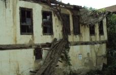 Taraklı'da 2 Katlı Meruk Bina Çöktü