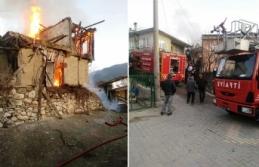 Taraklı'da Ahşap ev yandı