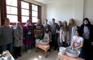 Gençler geleneksel sanat dallarını keşfediyor