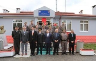 Vali Balkanlıoğlu Dokurcun Jandarma Karakol Komutanlığı'nın...