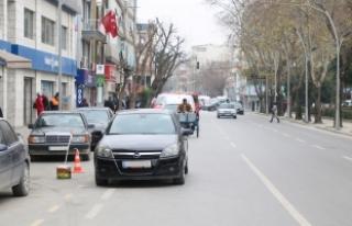 Hatalı parklanmalar trafiği durduruyor