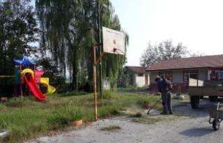 Karasu'da Okul Bahçeleri Temizlendi