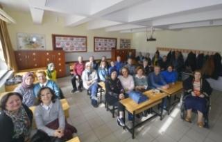 Öğretmenleri Yıldız Mutlu'ya sürpriz kutlama