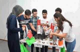 Sakarya Üniversitesi Öğrencilerinin, Hedefi Roket...