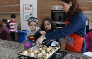 SGM'li minikler mutfakta
