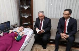 Vali NAYİR'den Engelli Yazar TÜREYEN'e Ziyaret