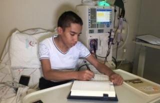 Diyaliz Hastası Üniversite Öğrencisinin Kitap...