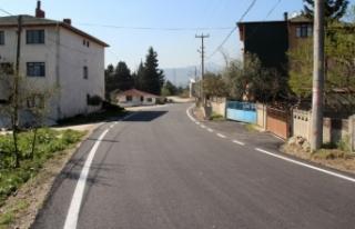 Geyve'de 3 mahalleye sıcak asfalt