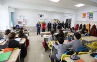 Vali Nayir Aydın Gürdamar Ortaokulunda Derslere...
