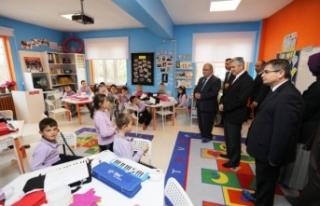 Vali Nayir Söğütlü İlk Okulunu Ziyaret Etti