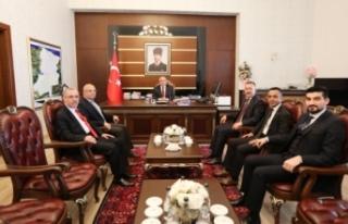 Adapazarı Belediye Başkanı Işıksu Vali Nayir'i...