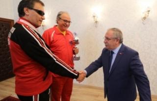 Vali Nayir Şampiyon Görme Engellileri Tebrik Etti