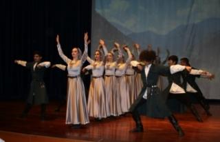 Apsınra Dans Topluluğu yılsonu gösterisi görülmeye...