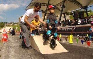 Minikler Pedal Çevirmeyi Öğreniyorlar