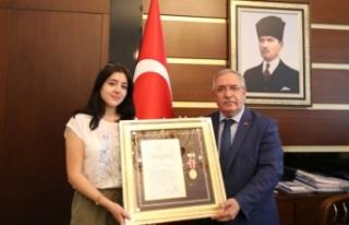 Şehit Albay'ın Devlet Övünç Madalyası ve Beratını...
