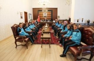 Vali Nayir Taşkısığı Ortaokulu Atletizm Takımını...