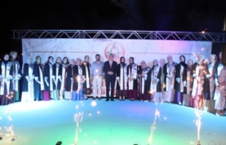 Başkan Ekrem Yüce öğrencilerin mezuniyet heyecanına...
