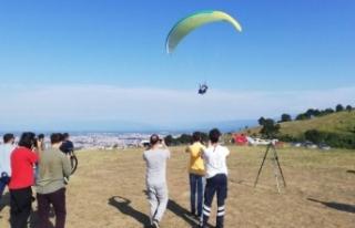 Havada Yamaç Paraşütü Çarpıştı