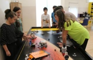 Robotik Kodlama Atölyesi öğrencileri turnuva hazırlıklarına...