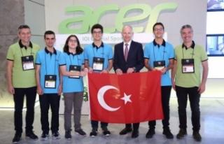Acer, IOI 2019'a katılan gençleri destekliyor