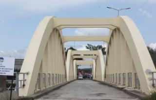 Tarihi Sakarya Köprüsü'nde bakım çalışması...