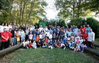 Kamp ateşi babalar ve çocukları için yandı