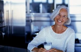 Menopoz döneminde light süt içerek kalsiyum ihtiyacınızı...