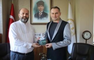 Sanatçı Yener; Müftü Açık'ı ziyaret etti