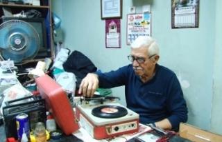 """Radyo Tamircisi Mutlu; """"Radyonun Carıltısı, Plağın..."""