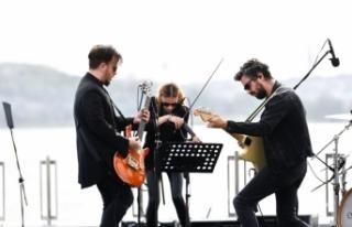 Emre Aydın 19 Mayıs Özel Konseri Emre Aydın'la...