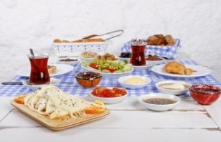 Ramazan Bayramı'nda aşırıya kaçmadan beslenmenin...