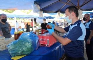 Zabıta ekiplerinden pazarda koronavirüs denetimi