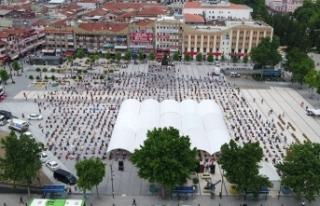 Yüzlerce Sakaryalı Demokrasi Meydanı'nda saf...