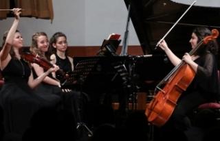 Yarının Kadın Yıldızları, Duayen Piyanist Ayşegül...