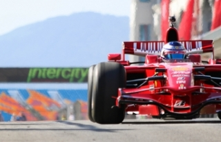 Formula 1 'de İstiklal Marşımızı Murat Karahan...