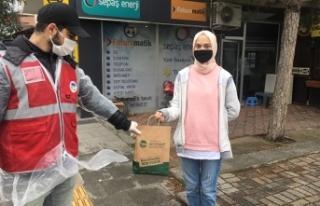 Maske ve dezenfektan dağıtımı Serdivan'da devam...