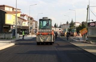 Süleyman Binek Caddesi'nde asfalt çalışmaları...