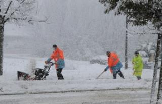 Serdivan'da Karla Mücadele Kesintisiz Devam Ediyor