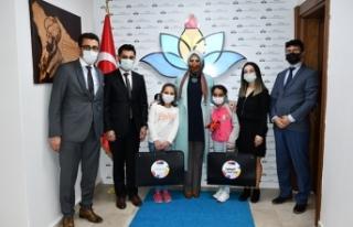 Durmuş, PİKTES 23 Nisan Ödüllerini Verdi