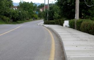 Kırsal mahalleler beton yaya yollarına kavuşuyor