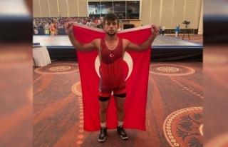 Başarılı güreşçi ikinci altın madalya için...