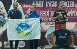 Büyükşehirli sporcular Elazığ'da madalyaları...